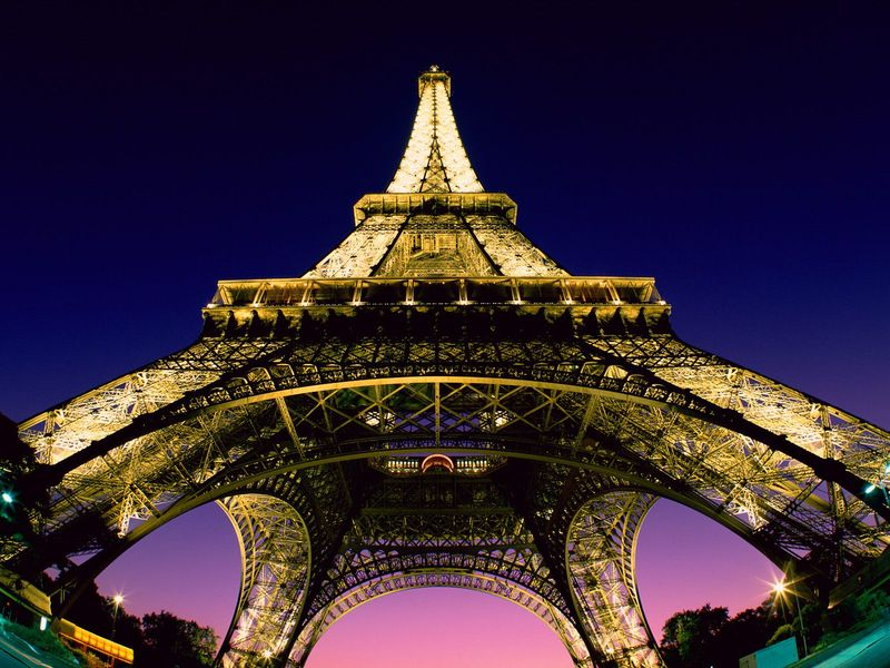 Eiffel_tower,_paris,_france